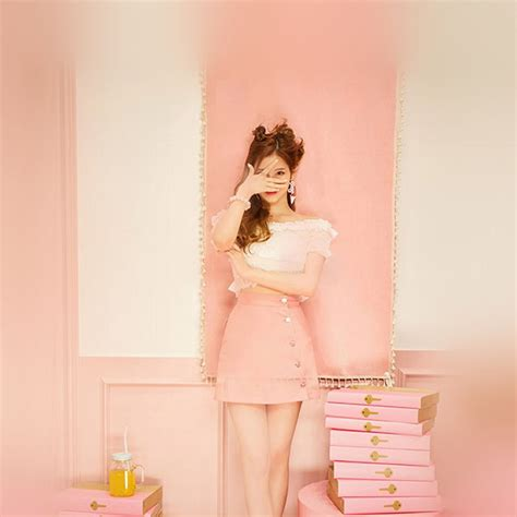 hn  girl  kpop cute pink wallpaper