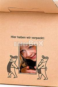 Einverständniserklärung Umzug Kind : kind in umzugskarton liegt beim umzug in schachtel bilderbox bildagentur gmbh ~ Themetempest.com Abrechnung