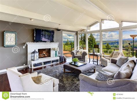 interieur de maison de luxe luxury house interior living room with beautiful view stock photo image 42730362