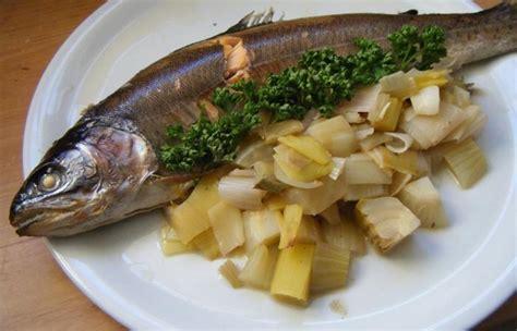 cuisiner le fenouil au four truite au four sur lit de fenouil et poireau recette