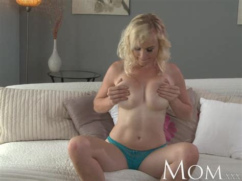 mom blonde milf lets us watch her finger herself to orgasm cougar masturbation and solo girl 720