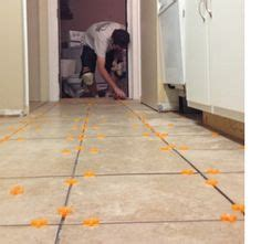 laying kitchen floor tiles 1000 ideas about laying tile on tiling 6863