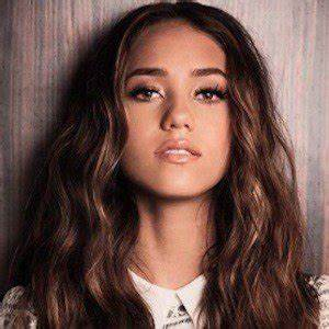 Skylar Stecker - Bio, Facts, Family | Famous Birthdays
