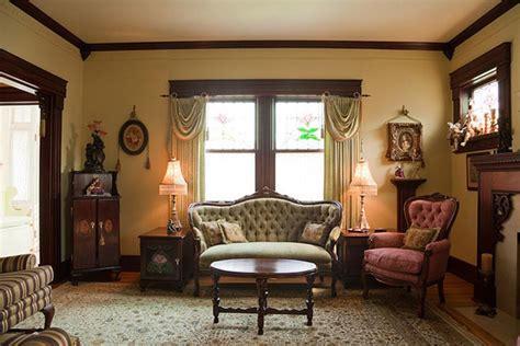 15 Wondrous Victorian Styled Living Rooms