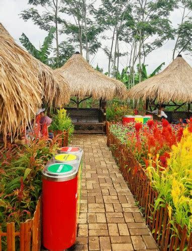 Taman bunga ini atau juga biasa disebut dengan kampung jambu berada di desa sukasari kecamatan kadu hejo kabupaten pandeglang. Menikmati Pesona Keindahan Wisata Taman Bunga Pandeglang di Banten - Amazing Indonesia
