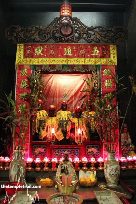 shing wong temple hong kong  temple trail