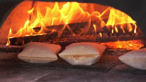 cuisine feu de bois cuisine au feu de bois les fouées avec la fouée enchantée