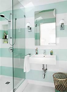 Trendfarben Fürs Bad : kleines bad fliesen helle fliesen lassen ihr bad gr er erscheinen ~ Frokenaadalensverden.com Haus und Dekorationen