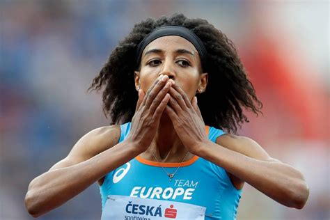 Sifan hassan making a living running, not an amateur, on a mission from from above, watch her stride to another medal, on a good night breaking the world record. Sifan Hassan kan atlete van het jaar worden   Sportnieuws