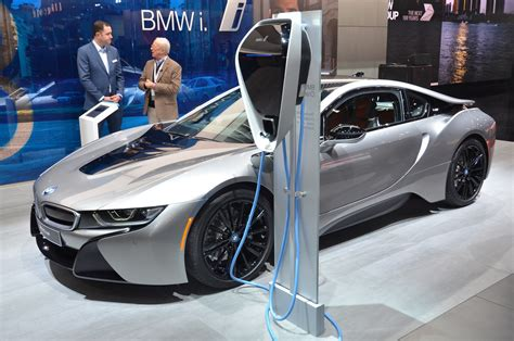 2019 Bmw I8 Roadster Cuts A Dash At The Detroit Auto Show
