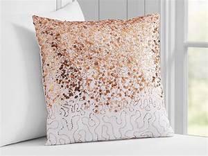 Rose Gold Decor : rose gold bedroom decorating ideas hgtv 39 s decorating design blog hgtv ~ Teatrodelosmanantiales.com Idées de Décoration