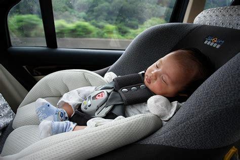 sieges autos location de voiture pensez au siège auto a la une