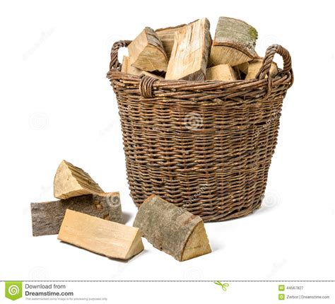 panier en osier rempli de bois de chauffage photo stock image 44567827