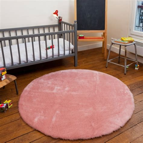 tapis fausse fourrure rond rose claire