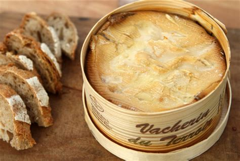 cuisiner le mont d or recette mont d or en raclette