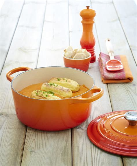 cuisine cocotte en fonte cocotte en fonte ronde 28 cm volcanique le creuset