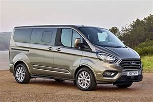 Minibus Ford : new ford transit custom for 2018 info and pictures of facelift for uk s best selling van parkers ~ Gottalentnigeria.com Avis de Voitures