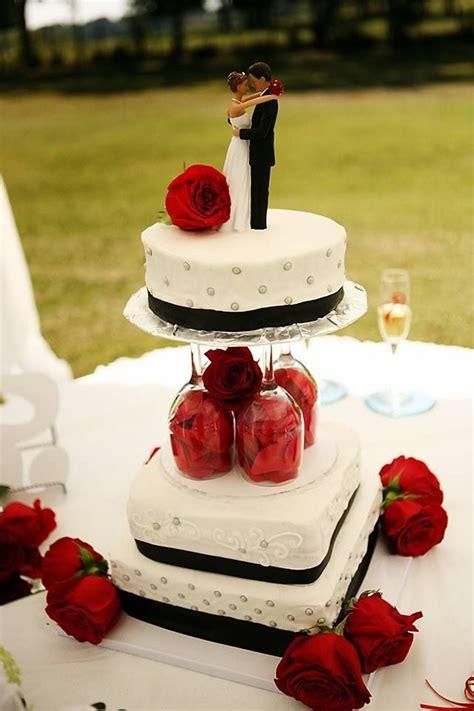 Base con copas para pastel