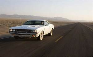 Dodge Against Ford | Autos Post