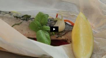 comment cuisiner pavé de saumon astuces cuisine comment faire une papillote de cabillaud