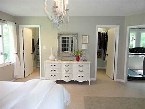 Walk in closet designs for a master bedroom a unique for Bedroom walk in closet designs