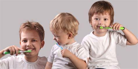 kenalkan anak kebiasaan baik gosok gigi dreamcoid