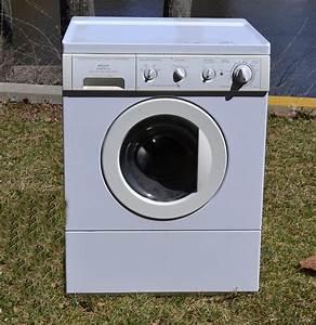 Frigidaire Gallery Front Load Washing Machine   Ebth