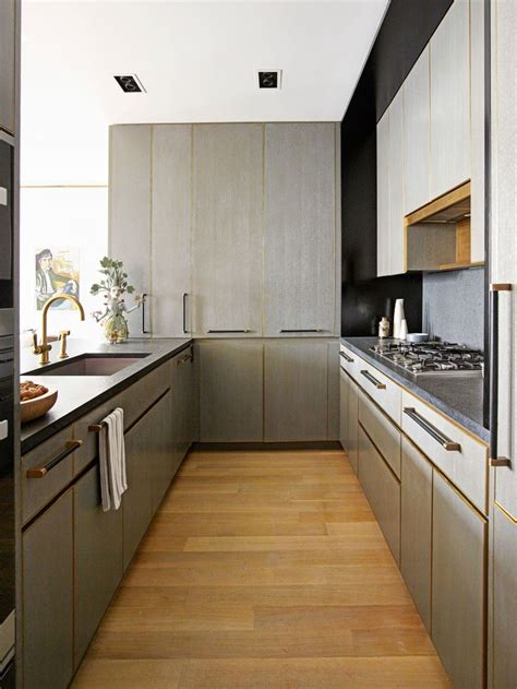 Decorating Ideas For Galley Kitchen by Best 25 Small Galley Kitchens Ideas On Galley