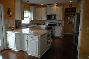 Woodvale maple square in canvas with coco glaze by for Kitchen cabinets lowes with burgundy canvas wall art