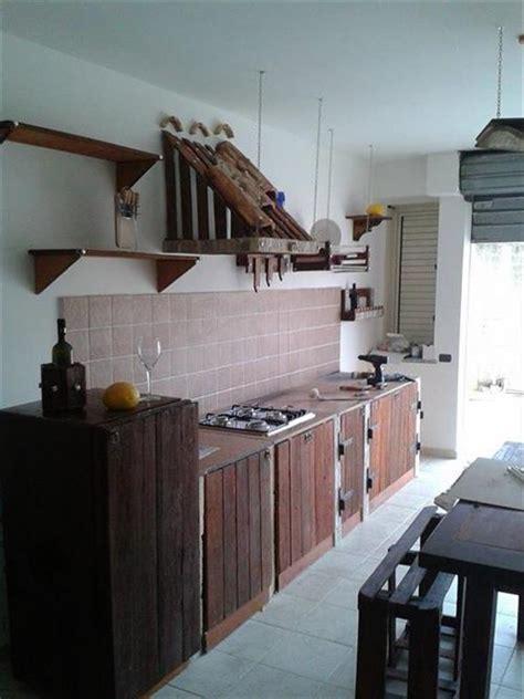wooden pallet  kitchen great   utensils pallets