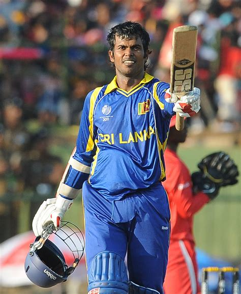 Upul Tharanga acknowledges the cheers after getting to a
