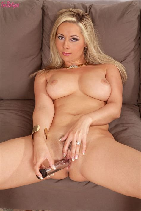 Daria Glover Fingering And Dildoing Her Pussy On Sofa My