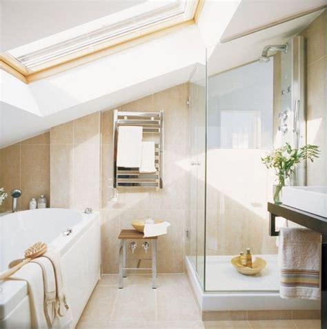 Kleines Badezimmer Dachgeschoss by Kleines Badezimmer Mit Dachschr 228 Ge Badewanne Und