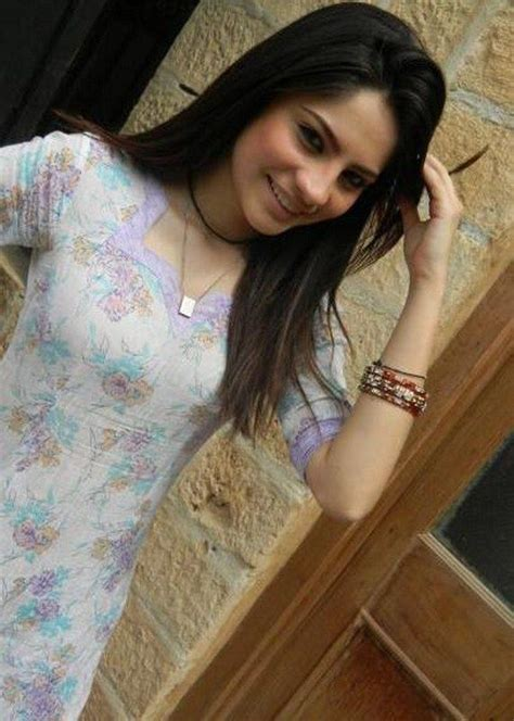 Model Pakistan Picture Neelam Munir 0019 Dresses For