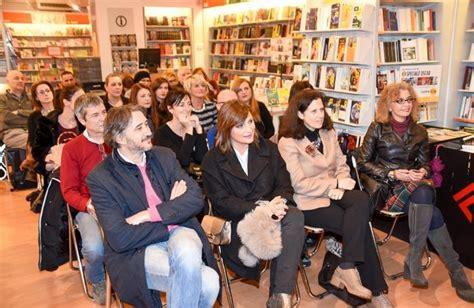 Libreria Feltrinelli Como by La Mamma Di Chiara Ferragni A Como Per Il Suo Libro Como