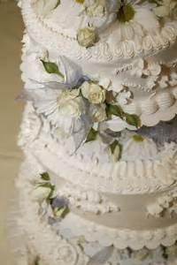 Easy Wedding Cake Decorating Idea Onweddingideas Simple Cake Decorating For A Birthday Cake Of Your Loved Ones