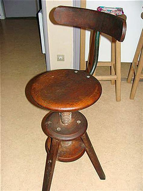 réparer une chaise en bois comment reparer une chaise de bureau
