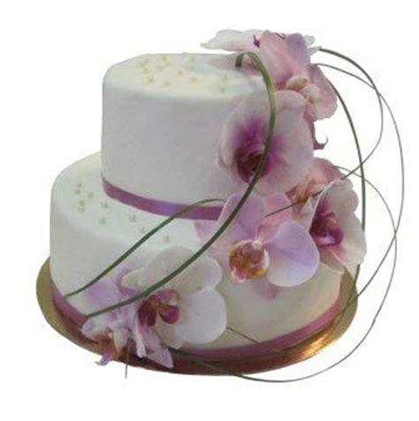 hochzeitstorten lila lila fliederfarbene tortenkunst hochzeitstorte mit fliederfarbenen orchideen und dekogras