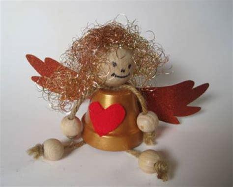 holzkugeln zum basteln basteln mit kindern kostenlose bastelvorlage advent winter und weihnachten goldengel