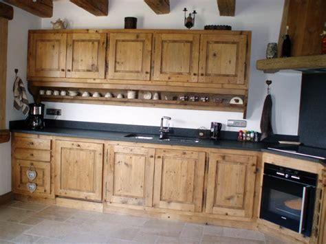 cuisine en vieux bois gatto charpente chalets et menuiserie en haute savoie 74