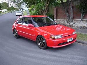 1993 MAZDA 323 Image 5