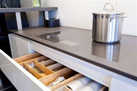 Küche Grifflos Weiß Hochglanz  Küchenhaus Thiemann