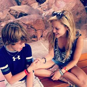 Photos: Olivia Holt With Her Family In Hawaii December 17 ...