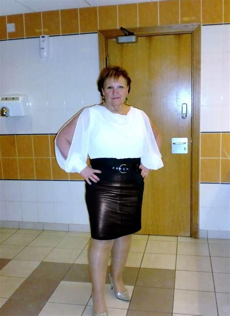 cougars toilet leather skirt mature lady magnificent matures
