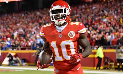 chiefs wr tyreek hill   players questionable sunday