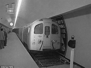 London Underground in rare photographs reveal Tube's ...