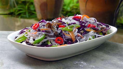 vietnamese fried noodles  vegetables vegan