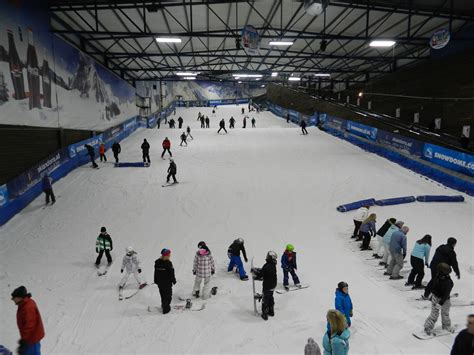 Tamworth Snowdome - Learning To Ski - Madame Gourmand