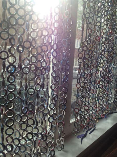 hacer cortinas con material reciclado cortina con papel reciclado cortinas
