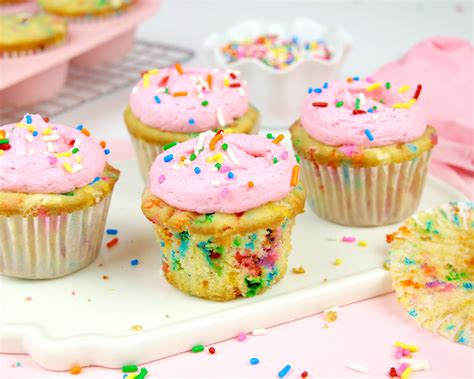{VIDEO} THE BEST Funfetti Cupcakes From Scratch - The ...